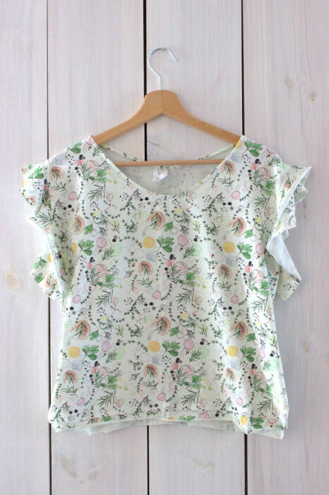 19-153 T-shirt with flounces / WHITE SPICE