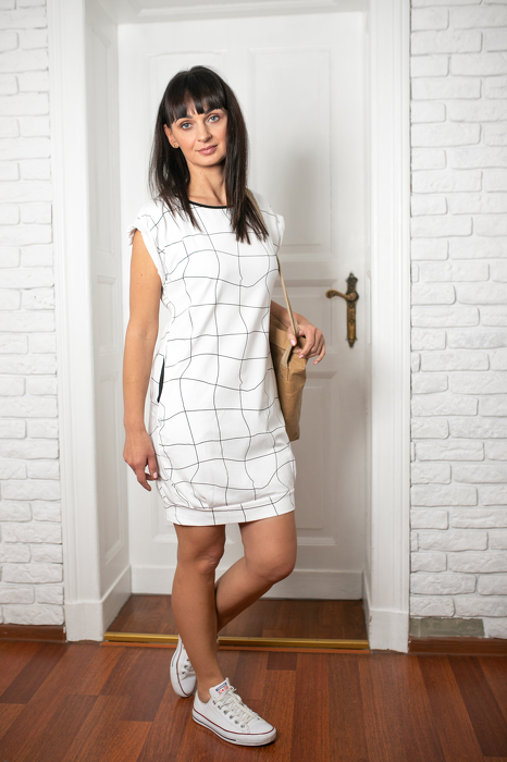 19-057 DRESS / WHITE GRATING WOMAN